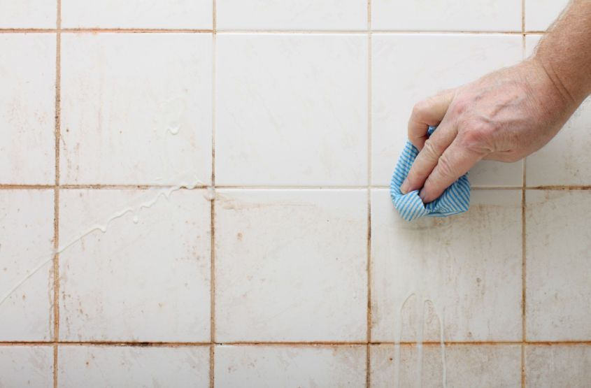 How to clean the grout of porcelain tiles