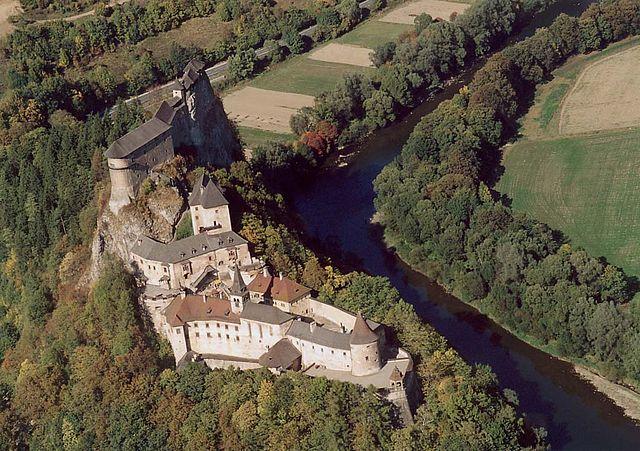 640px-Árva_-_Castle.jpg