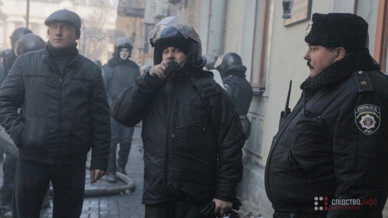 Володимир Гриняк (ліворуч), заступник начальника київської міліції Петро Федчук (у центрі) та генерал Внутрішніх військ Микола Миколенко (праворуч)