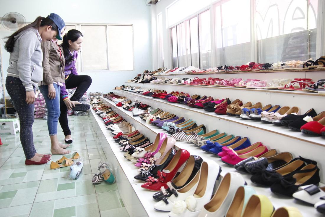 Sỉ giày dép giúp tiết kiệm chi phí