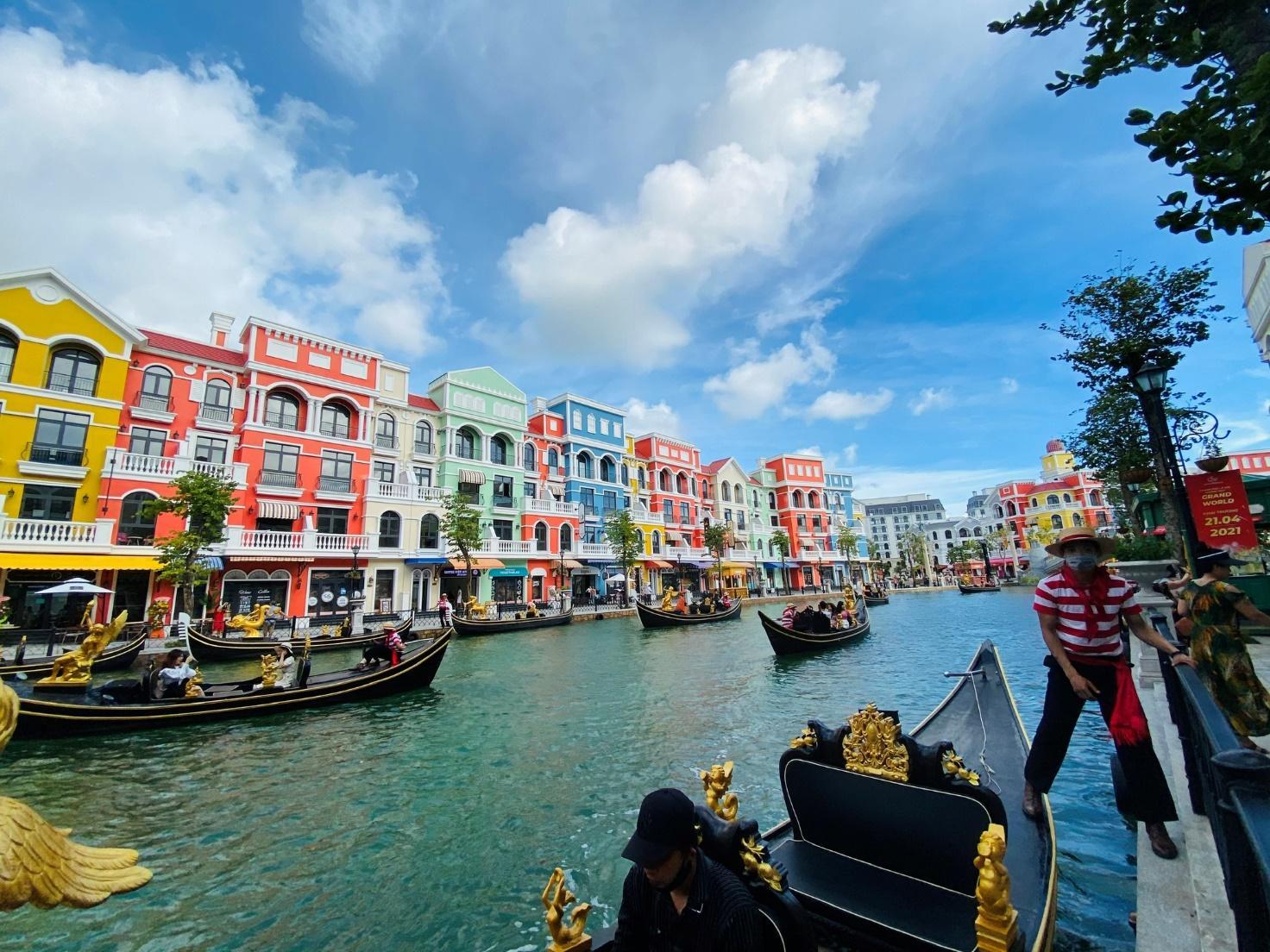 Cuồng nhiệt ở 'thành phố không ngủ' đầu tiên của Việt Nam - ảnh 5