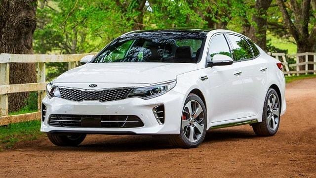 Xe Optima 2017 được đánh giá là vua của những chiếc sedan hạng trung (nguồn: Internet)