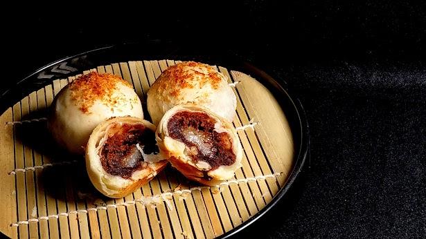 原價 570  紅豆與香Q麻糬的絕妙搭配   松子在味蕾上的挑動   椰子在嗅覺上的流竄  多重 多層次的饗宴  微甜而不膩