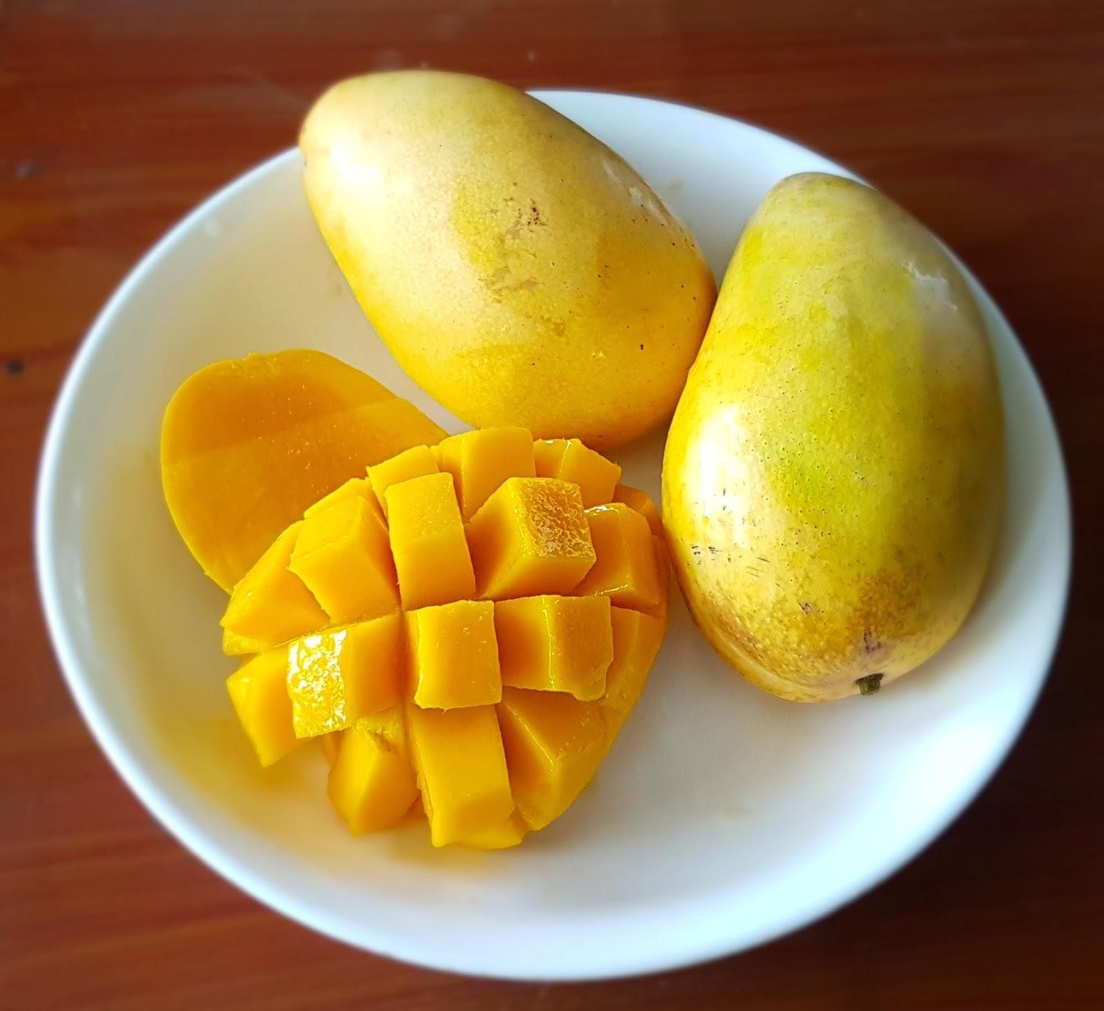 mango na talerzu