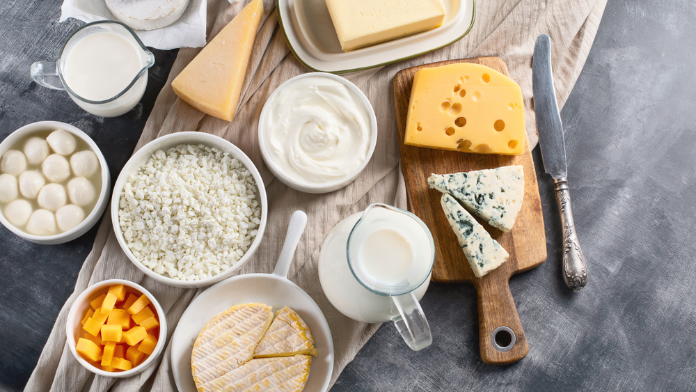 Indústria láctea direcionou seus produtos para o Brasil, após redução de consumo argentino provocado pela segunda onda da pandemia de coronavírus. (Fonte: Shutterstock)