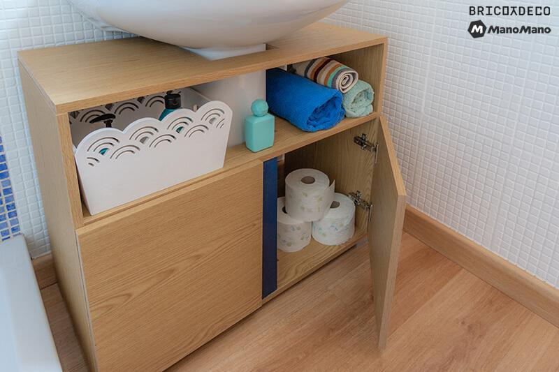 mueble para lavabo con pedestal para organizar los accesorios del baño