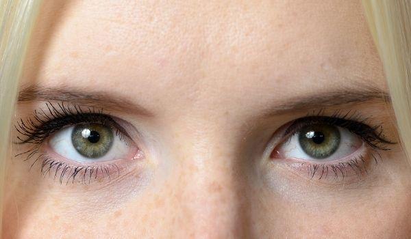close up shot of a lady's eyes' shape