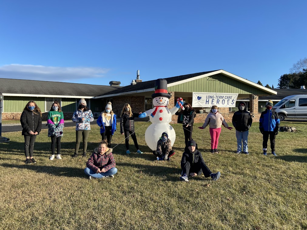 6th Graders Deliver Ornaments to Florence Health Services