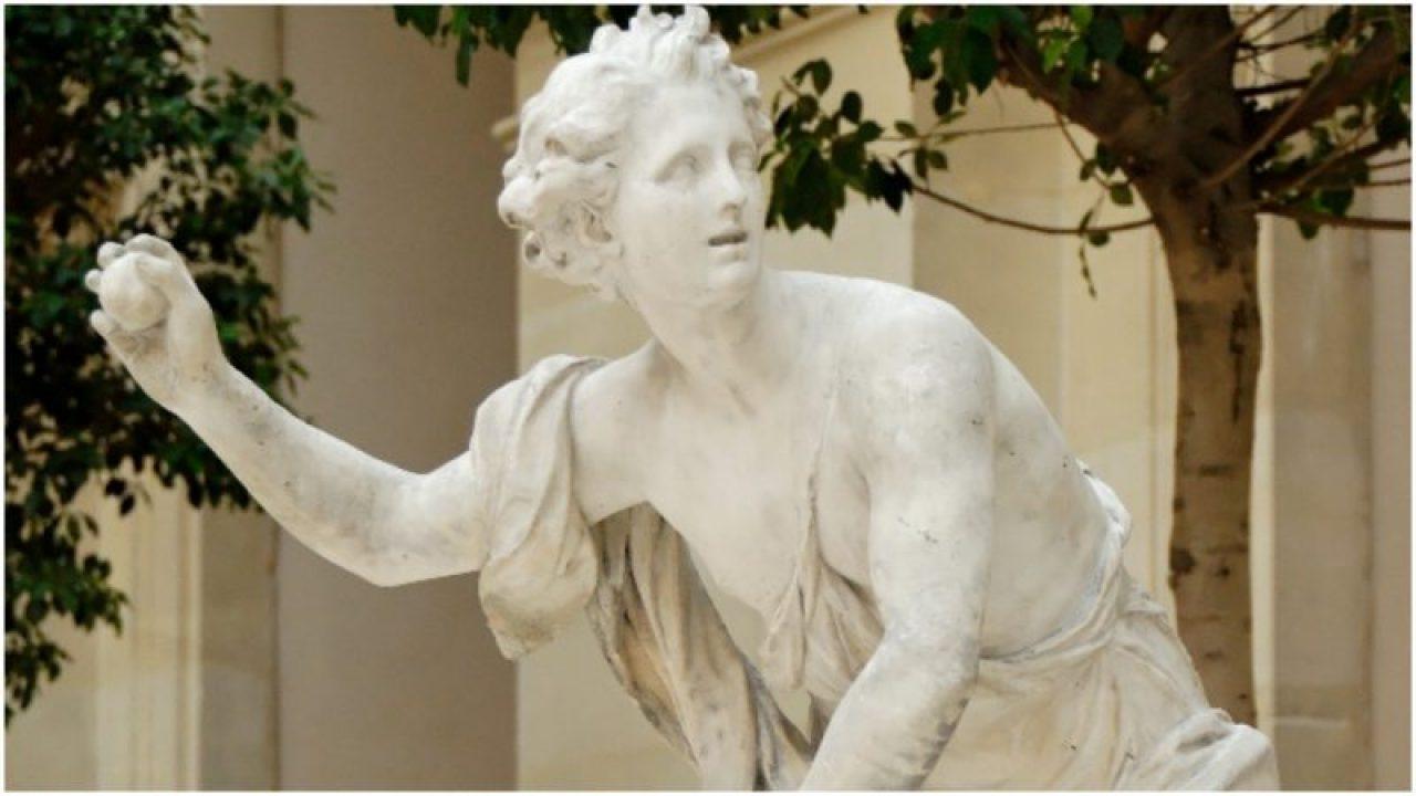 Στην αρχαία Ελλάδα, η ρίψη μήλων σε κάποιον θεωρήθηκε πρόταση γάμου.