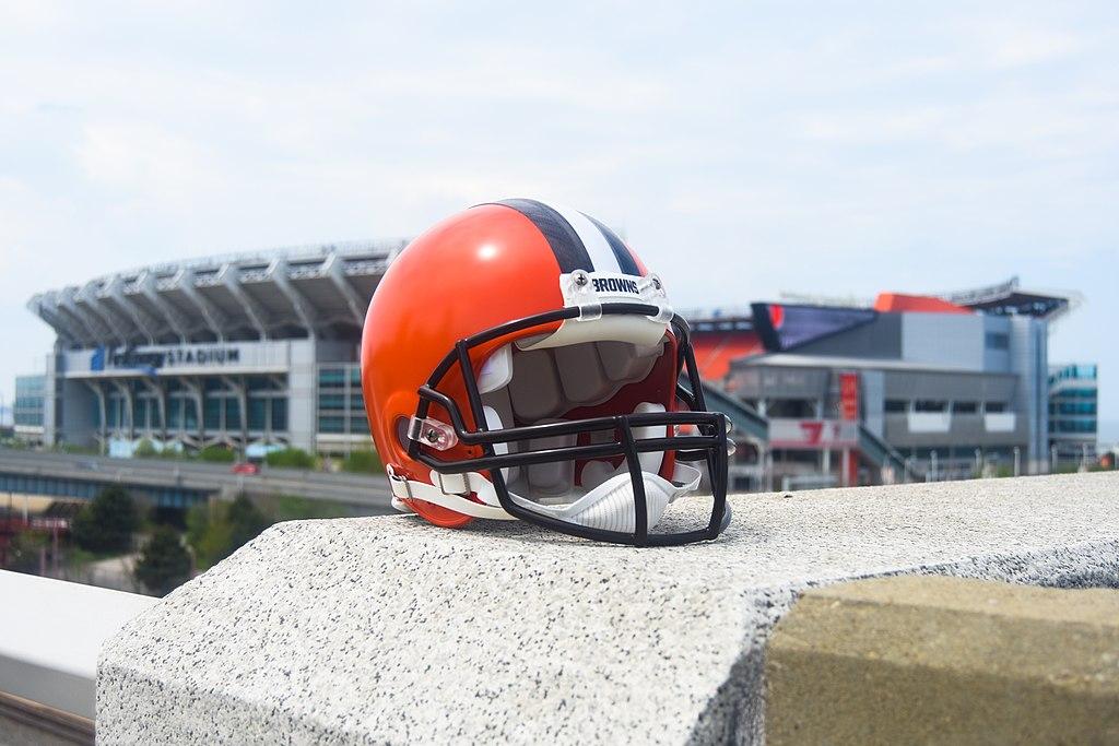 Mũ bảo hiểm Cleveland Browns và sân vận động sân nhà Cleveland Stadium (FirstEnergy Stadium) ảnh