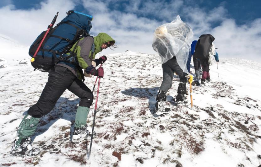 Организация отдыха в горах: что брать в путешествие зимой