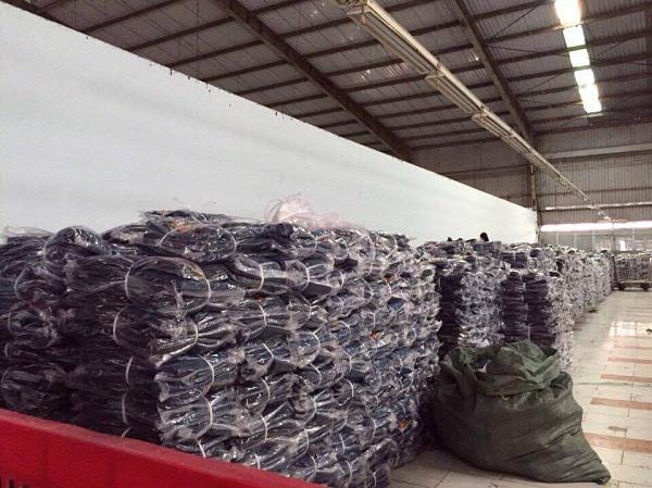 Thị trường bán sỉ quần áo VNXK tại TP.HCM