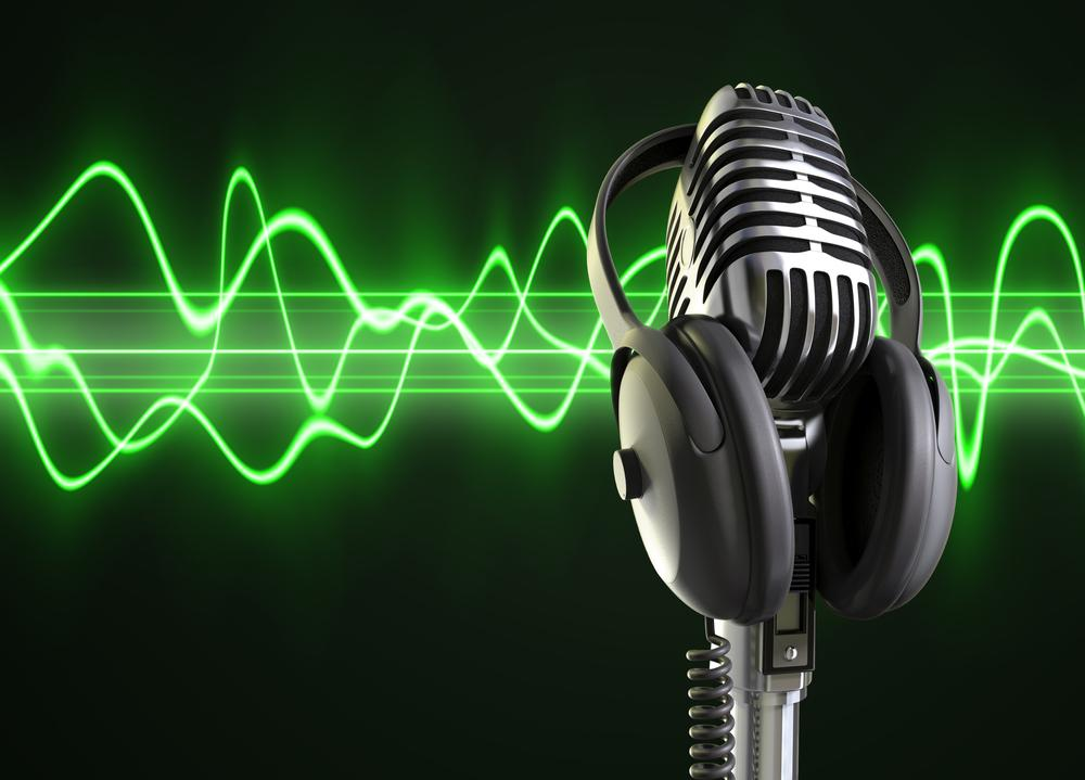 http://www.musicappblog.com/wp-content/uploads/2013/10/old-mic-and-green-wave.jpg