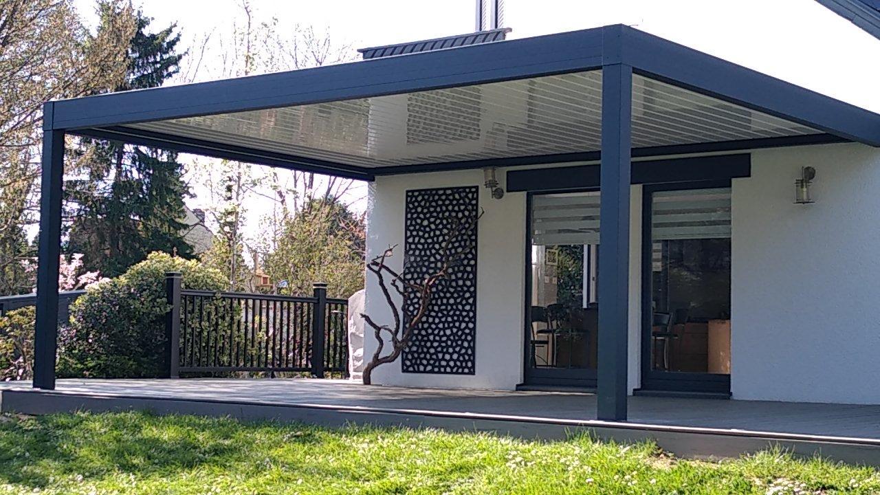 Une image contenant extérieur, herbe, bâtiment, porche  Description générée automatiquement