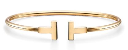 2. กำไลข้อมือผู้หญิงแบรนด์ Tiffany & Co. รุ่น Tiffany T Wire Bracelet in 18k Gold 02