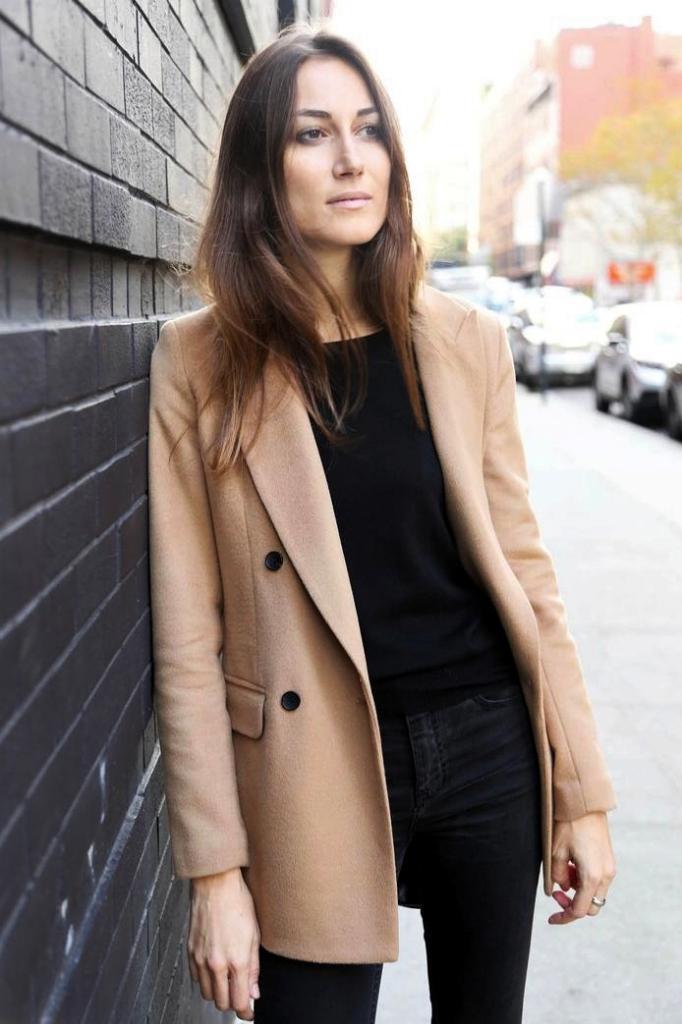 Le-Fashion-Blog-2-Ways-Giorgia-Tordini-Camel-Coat-Black-On-Black-Look-Street-Style-Via-The-New-Potato-edit.jpg