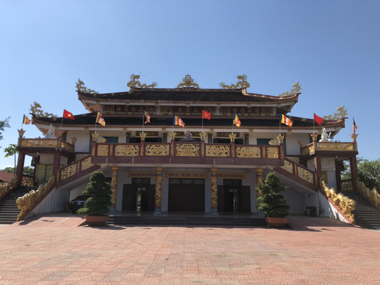 Thỉnh phép làm ăn ở chùa