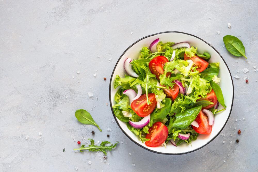 Comer salada no almoço e no jantar