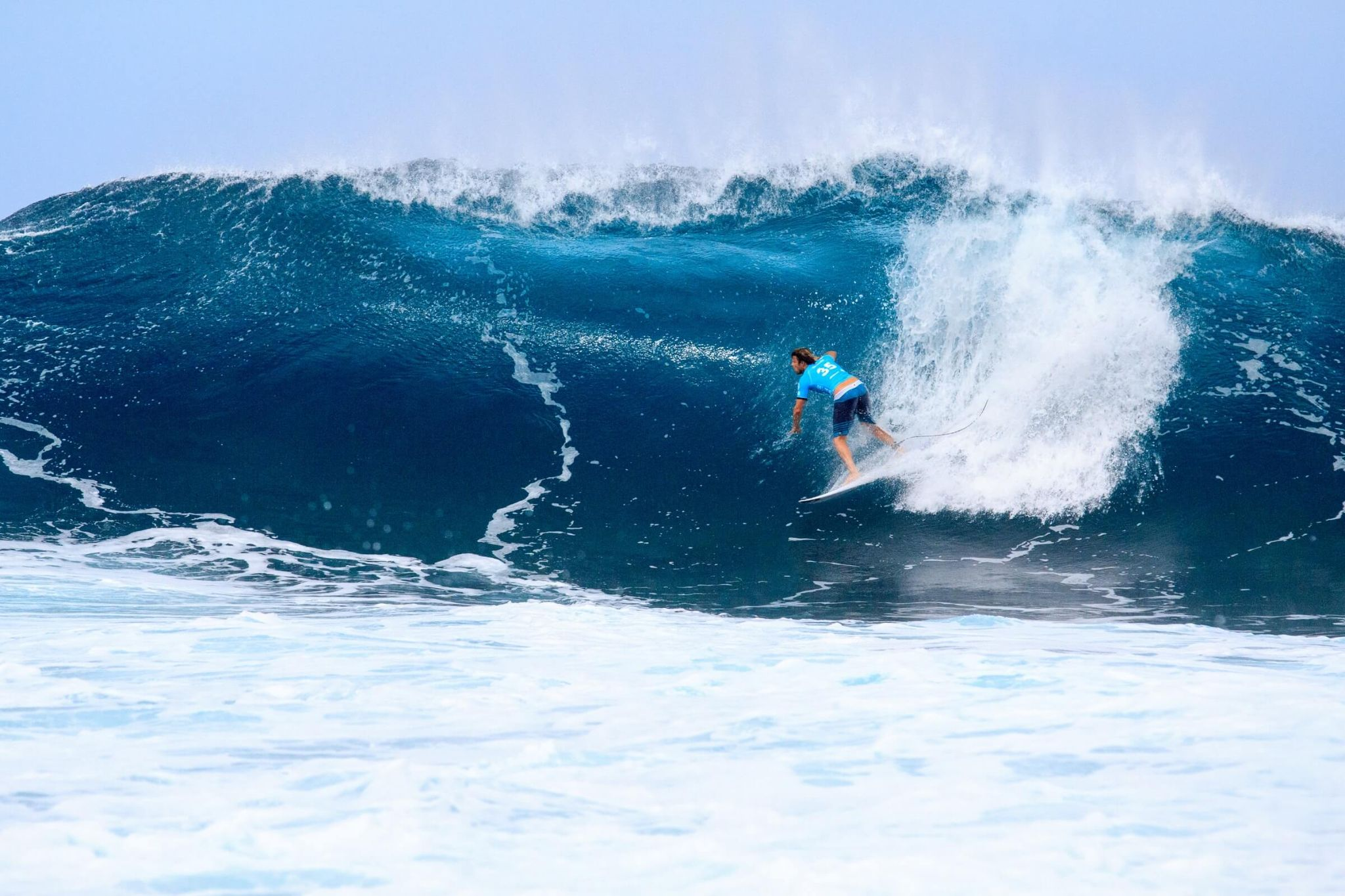 5 days in Oahu itinerary, banzai pipeline, surfing, surfer, high waves