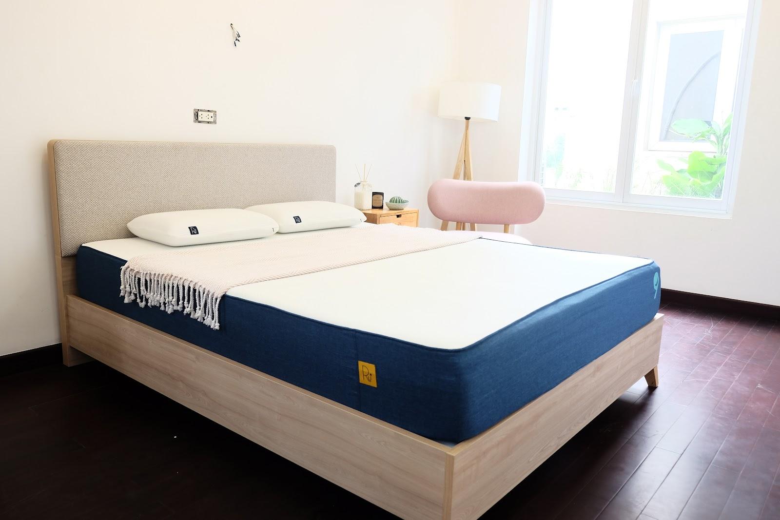 Căn phòng ngủ hiện đại cùng chiếc nệm memory foam Ru9 Original