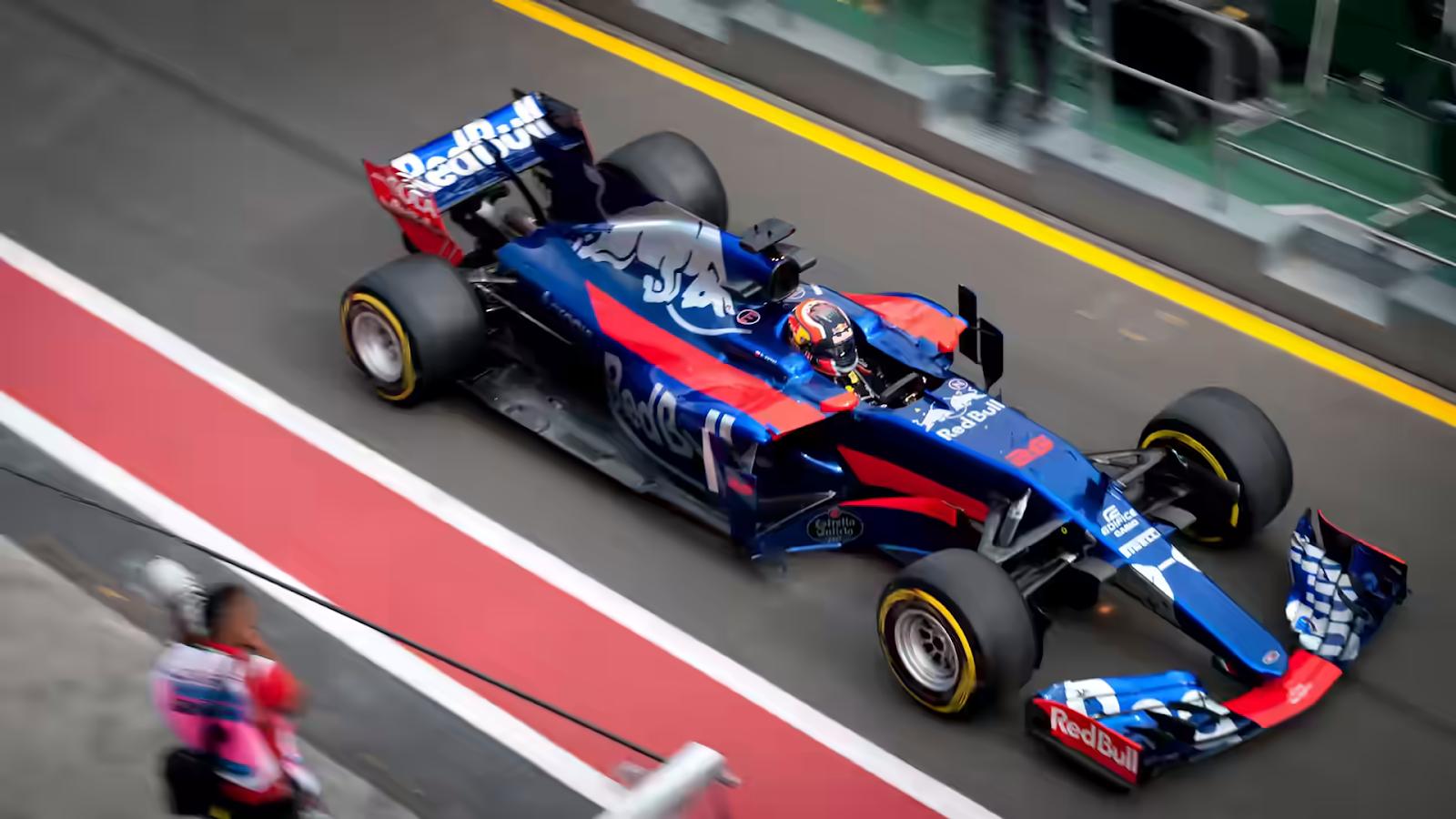 race car photo in AVIF (18.2kB)