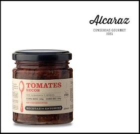 Tomates secados naturalmente al sol mendocino, envasados en aceite de girasol y condimentados con albahaca y perejil frescos
