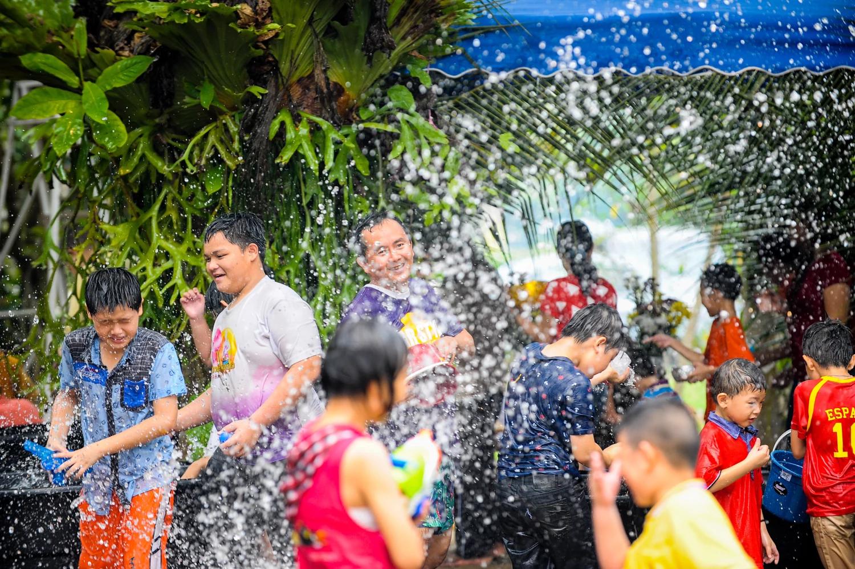 Có một lễ hội Songkran sôi động chờ bạn tham gia trong dịp tháng 4 tại Thái Lan - ảnh 12