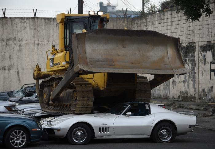 รถนำเข้าผิดกฎหมาย จับได้ก็ถูกทำลายทิ้งสถานเดียว