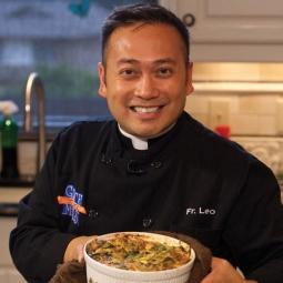 Linh mục nấu ăn