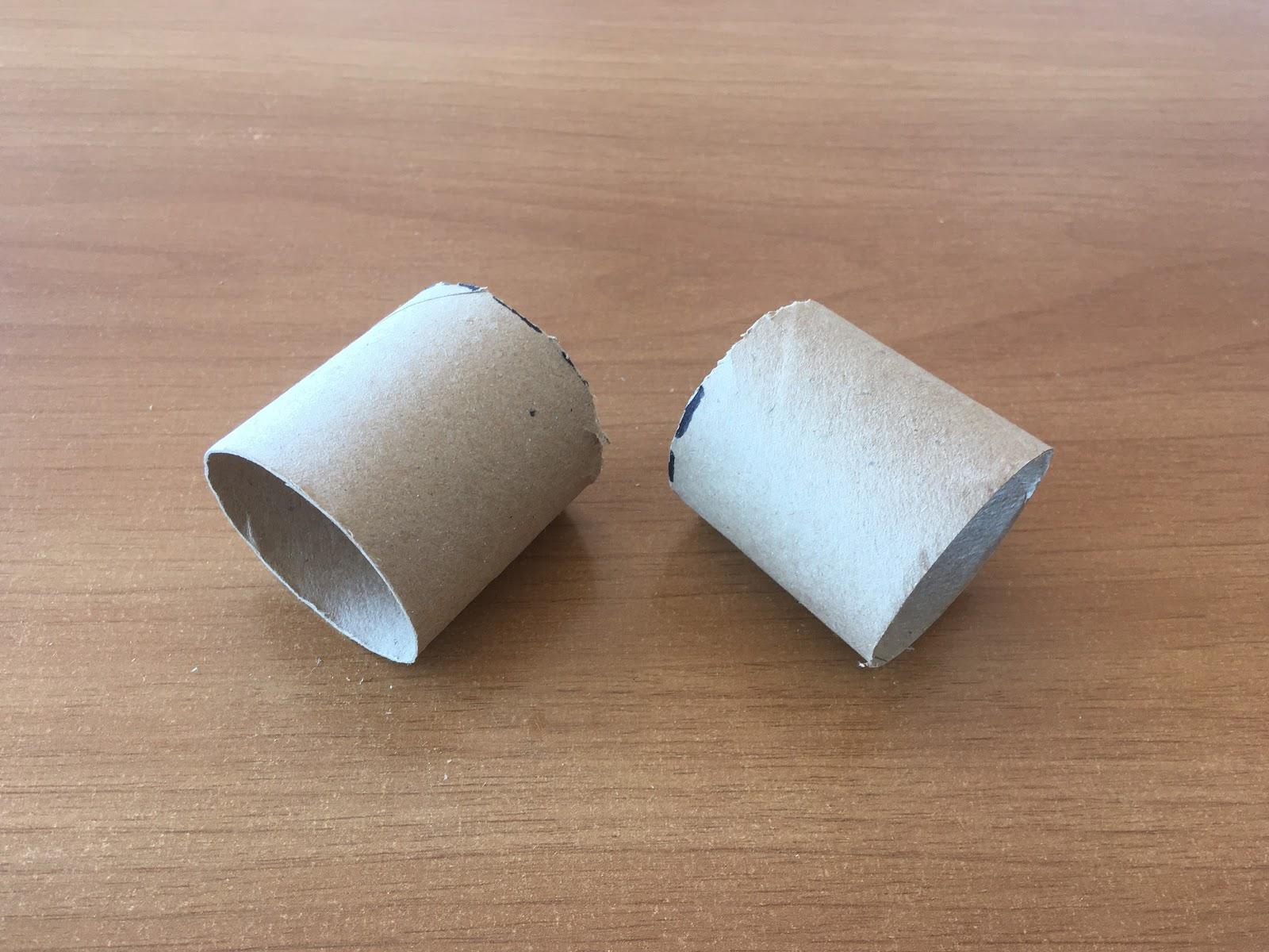 Dos mitades cortadas a partir de un rollo de cartón.