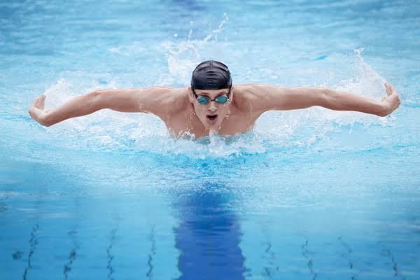 การหายใจขณะที่กำลังว่ายน้ำ