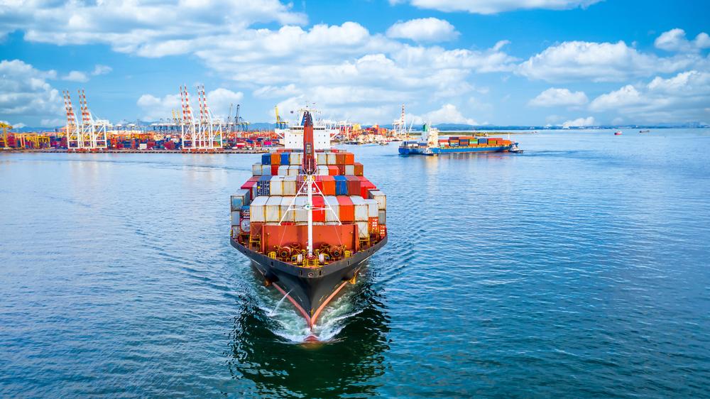 Maioria dos navios com produtos brasileiros tem como destino países asiáticos. (Fonte: Shutterstock/Avigator Fortuner/Reprodução)