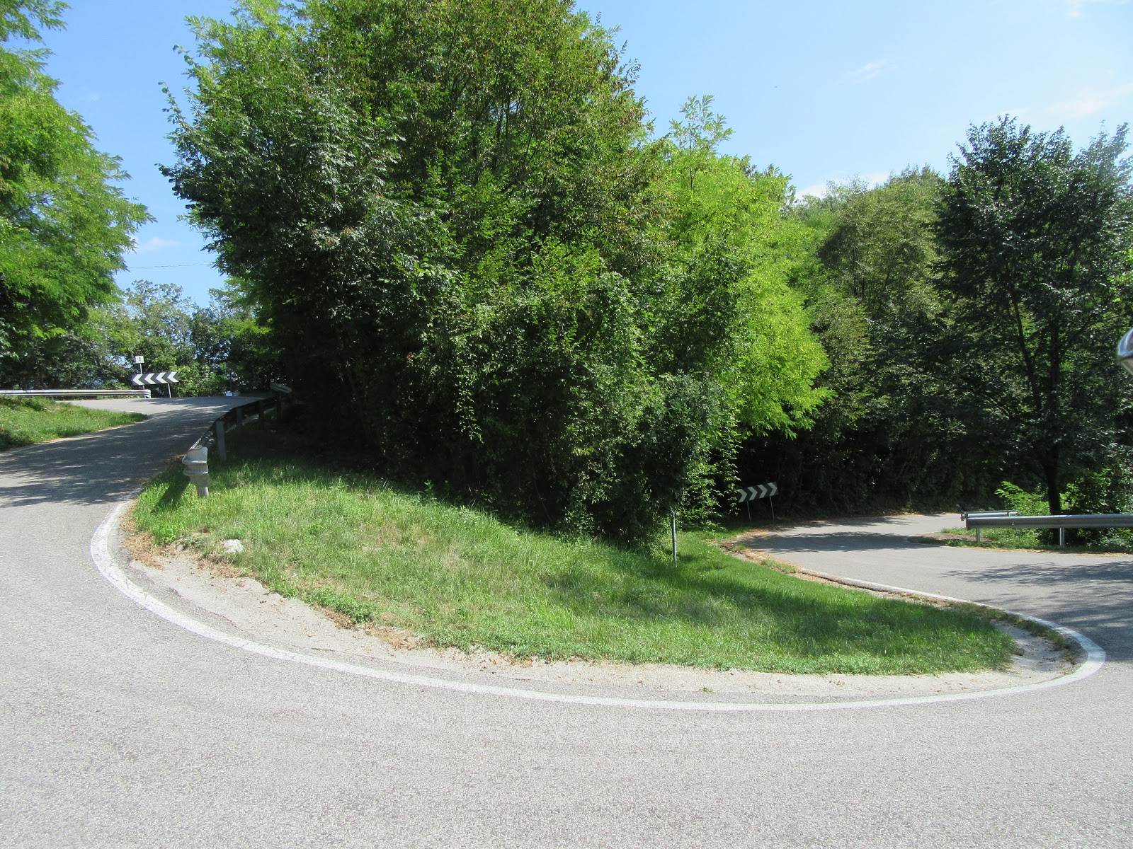 Climbing Monte Grappa from Possagno - tornante 10 - roadway and hairpin