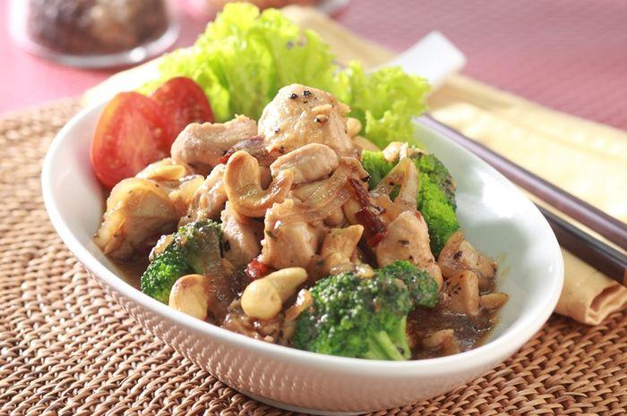 3. Resep Brokoli Mudah Dibuat Sendiri - Tumis Brokoli Tabur Mete