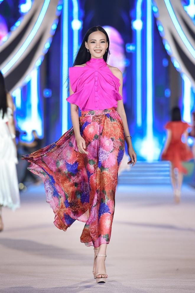 Kỳ Duyên, Đỗ Mỹ Linh khoe chân dài trong đêm thi của 'Hoa hậu Việt Nam' - 11