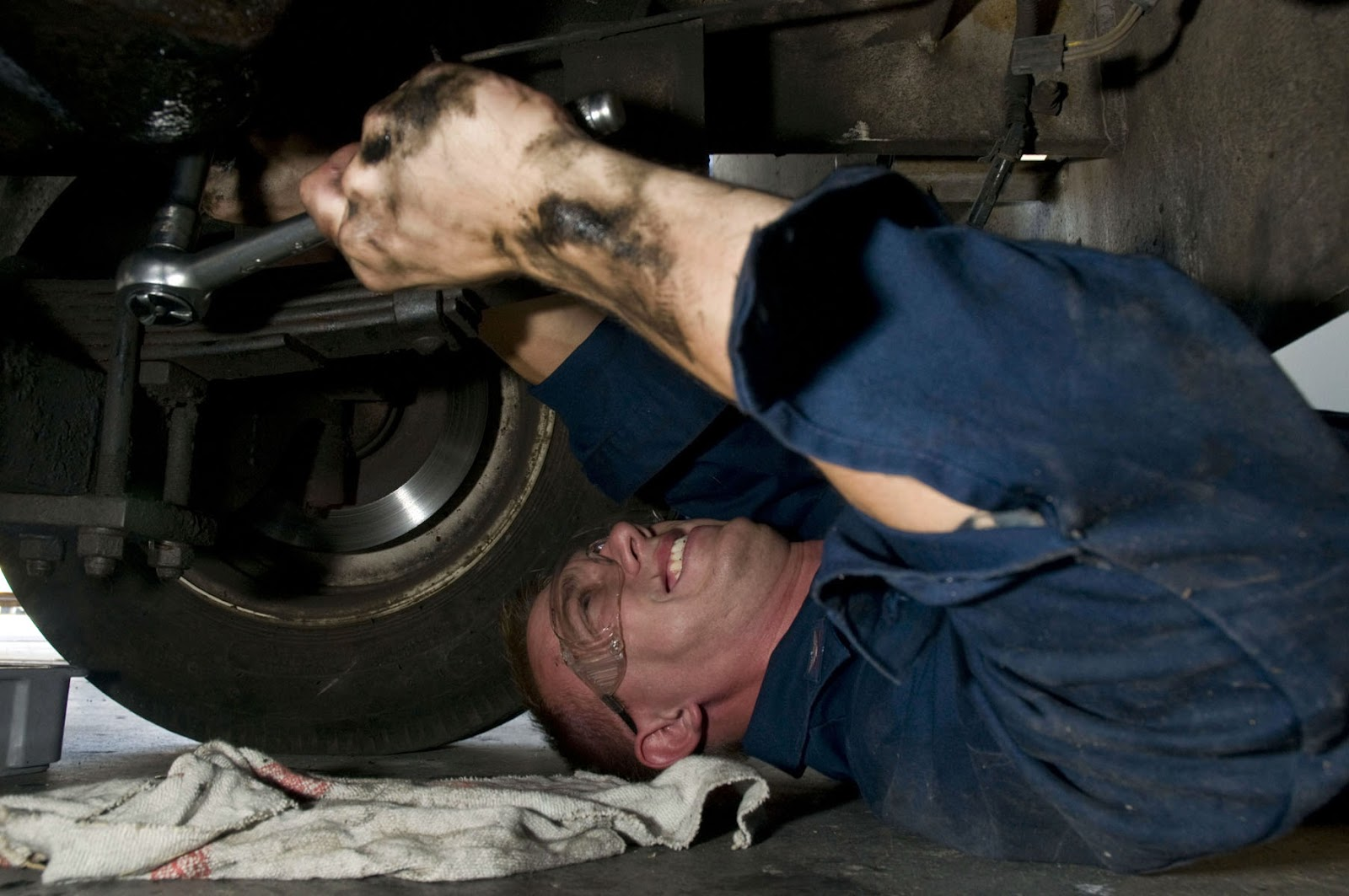 US_Navy_090701-N-5821P-052_Aviation_Support_Equipment_Technician_3rd_Class_Tony_Perkins_performs_a_routine_oil_change_to_a_42_Tow_Tractor.jpg