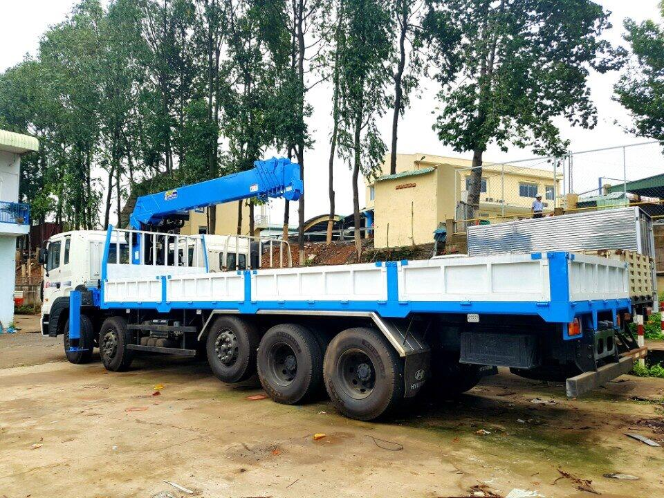 D:\HỢP DỒNG\Pictures\HYUNDAI\CẨU\hình xe cẩu hyundai\HD 360 UNIC 800\DONGYANG SS2037\DONGYANG SS1926\xe-tải-hyundai-25-tấn-gắn-cẩu-dong-yang-7-tấn-model-ss1926 (5).jpg