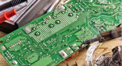Soldering iron and other equipment for soldering electronic boards Fer à souder, matériaux de circuit imprimé et autres équipements de soudage pour PCB