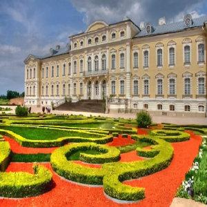 Aug11_Bauska-rundale-palace_300sq.jpg