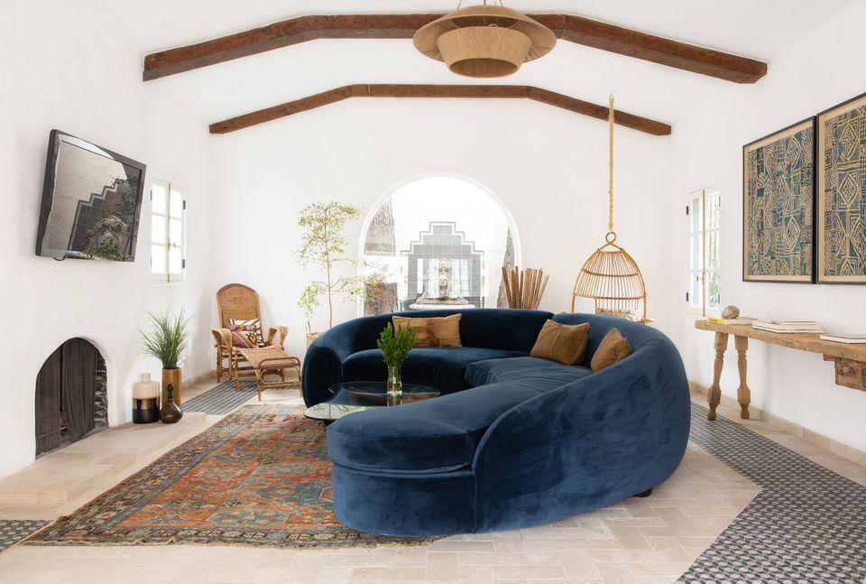 Desain mediteranian memberikan rasa nyaman untuk hunian - source: thespruce.com