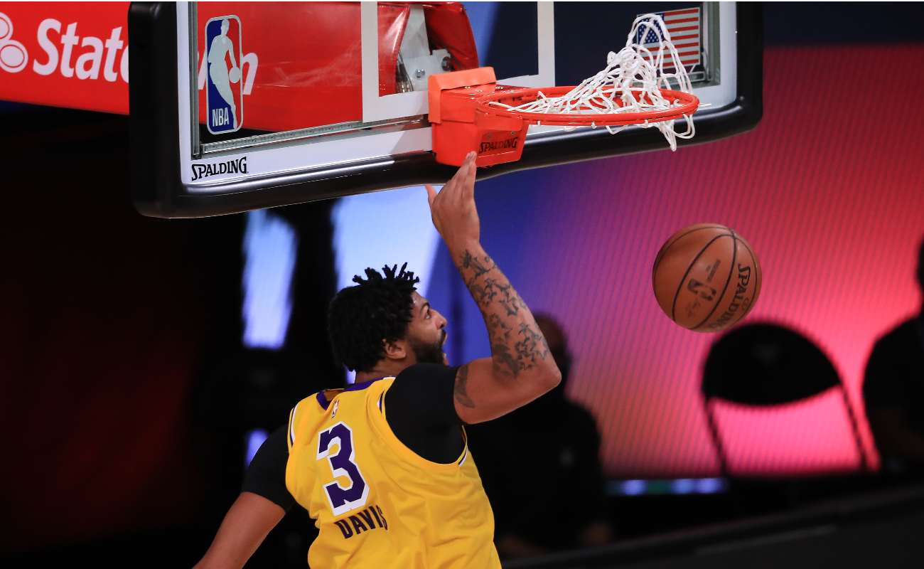Anthony Davis of the Los Angeles Lakers dunks the ball during a game against the Houston Rockets.