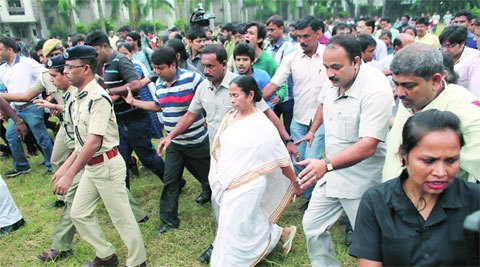 mamata banerjee, Presidency University, mamata Presidency University, Presidency University students, mamata Presidency University students, Presidency students black flags, PUSA, Kolkata news, latest news
