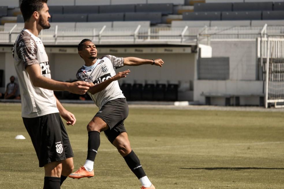 Alex Maranhão pode aparecer entre os titulares em Sorocaba  — Foto: Ponte Press / Luiz Guilherme Martins