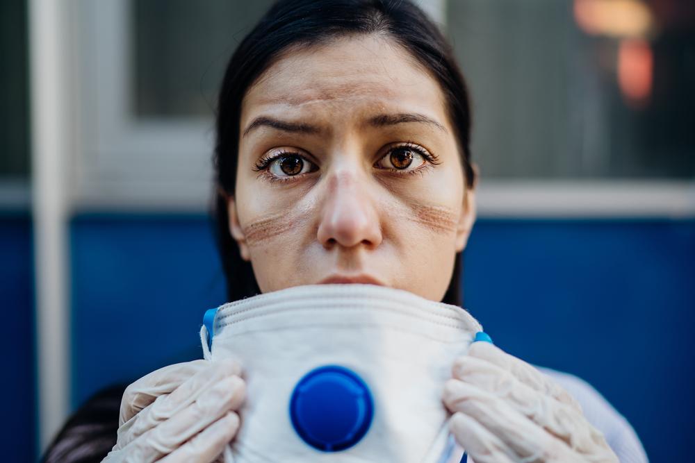 Segundo a pesquisa da FGV, 80% dos profissionais de saúde tiveram algum problema de saúde mental em 2020 durante a pandemia. (Fonte: Shutterstock)