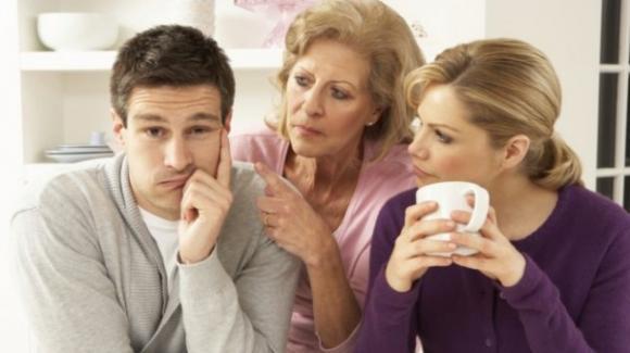 Chồng nghe lời mẹ và chẳng có chút độc lập