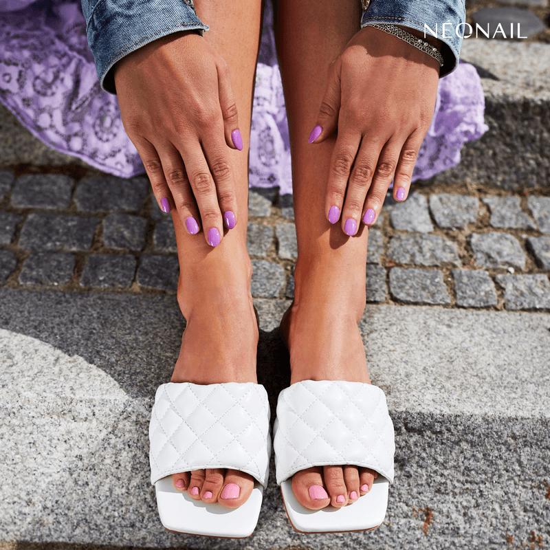 Paznokcie hybrydowe u stóp - jak prawidłowo wykonać pedicure hybrydowy krok po kroku,rozowy pedicure