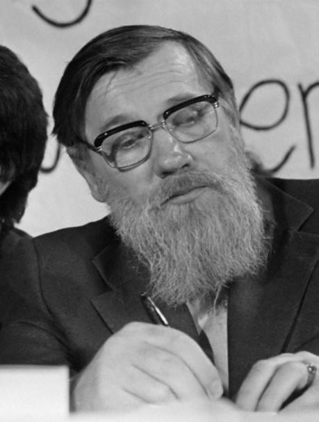 Andrei_Sinyavsky_(1975).jpg