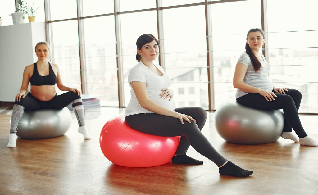 avoid excercise to take precautions in first month pregnancy