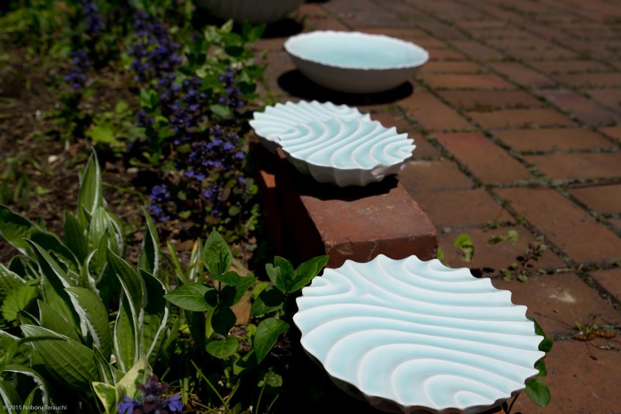 お庭に点在する陶器