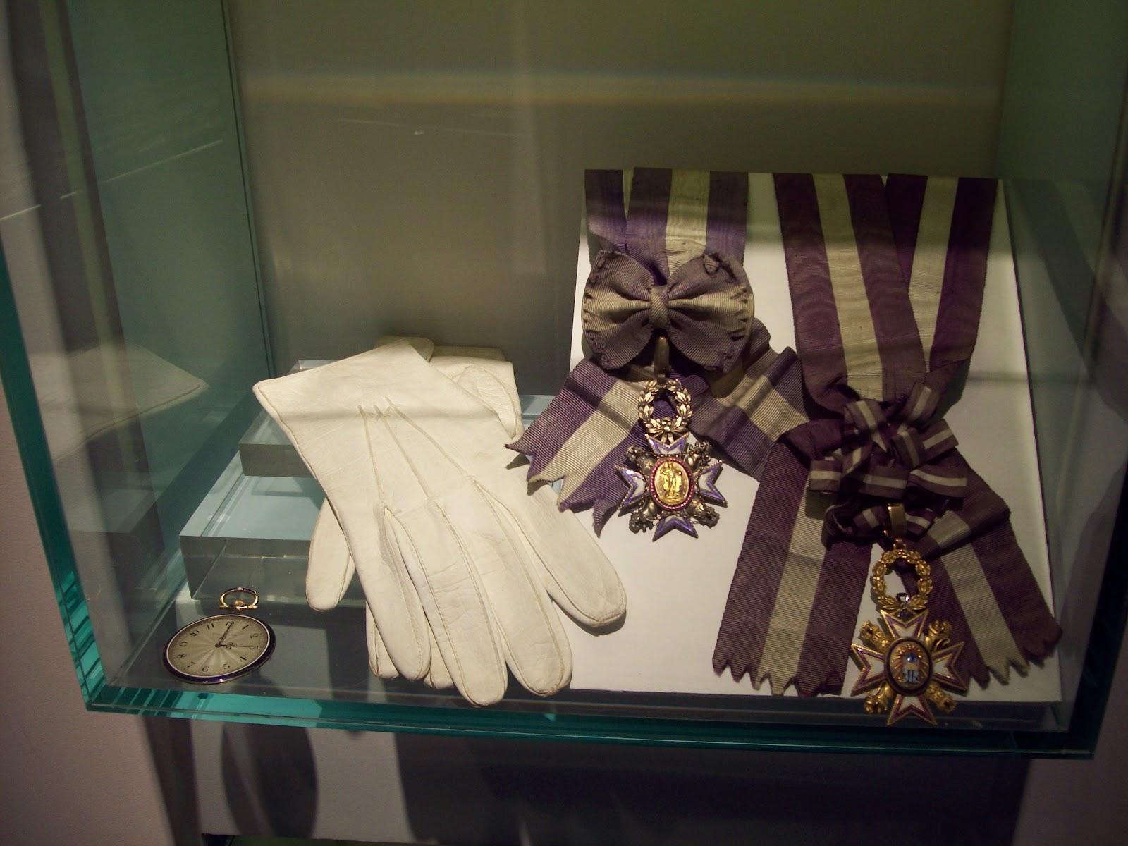 File:Orden, guantes y reloj.JPG
